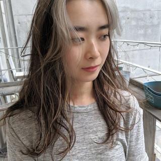 ホワイトベージュ ホワイト イルミナカラー ハイライト ヘアスタイルや髪型の写真・画像