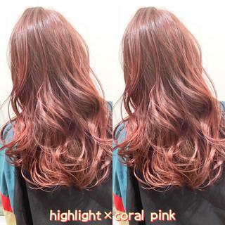 ピンク ヘアカラー ストリート セミロング ヘアスタイルや髪型の写真・画像