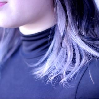 インナーカラー ラベンダーアッシュ ミディアム ストリート ヘアスタイルや髪型の写真・画像