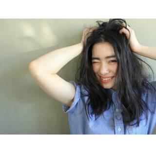 暗髪 外国人風 ストリート ウェーブ ヘアスタイルや髪型の写真・画像