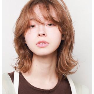 ミディアム ナチュラル 大人かわいい くびれカール ヘアスタイルや髪型の写真・画像
