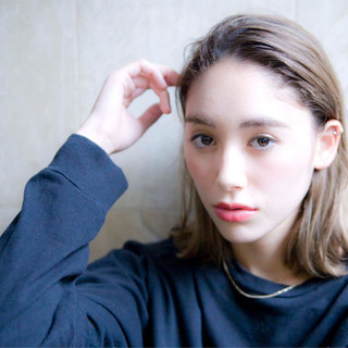 外ハネ モード 外国人風 アッシュ ヘアスタイルや髪型の写真・画像