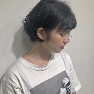 黒髪 ナチュラル アッシュグレー 丸顔 ヘアスタイルや髪型の写真・画像