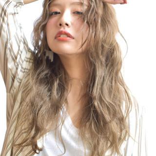 アンニュイ リラックス ロング ナチュラル ヘアスタイルや髪型の写真・画像