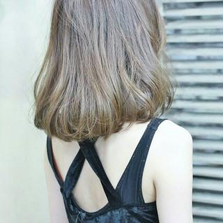 フェミニン ガーリー アッシュ 外国人風 ヘアスタイルや髪型の写真・画像