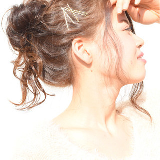 ゆるふわ 簡単ヘアアレンジ メッシーバン ヘアアレンジ ヘアスタイルや髪型の写真・画像 ヘアスタイルや髪型の写真・画像