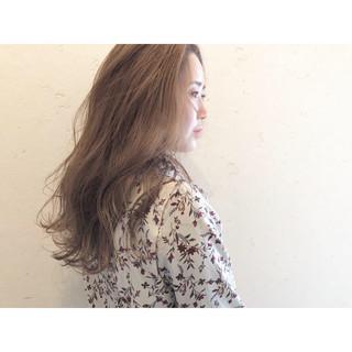 ミルクティー ミルクティーベージュ 結婚式 ブリーチカラー ヘアスタイルや髪型の写真・画像