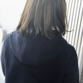 グレージュ ミディアム 前髪 透明感 ヘアスタイルや髪型の写真・画像