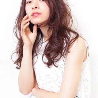 大人かわいい 外国人風 ウェーブ イルミナカラー ヘアスタイルや髪型の写真・画像