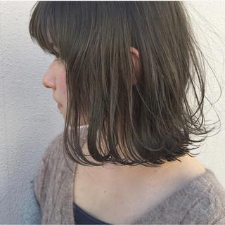 ナチュラル 外ハネ 外国人風 切りっぱなし ヘアスタイルや髪型の写真・画像 ヘアスタイルや髪型の写真・画像