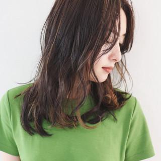 インナーカラー 暗髪 ハイライト セミロング ヘアスタイルや髪型の写真・画像