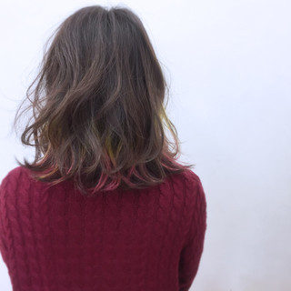 ミディアム ハイライト インナーカラー カラフルカラー ヘアスタイルや髪型の写真・画像