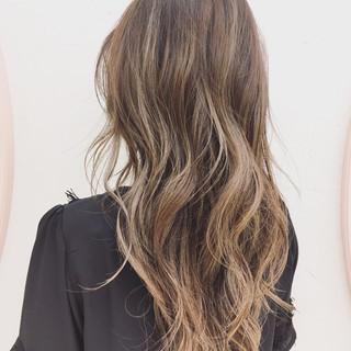 ロング グレージュ 前髪あり ストリート ヘアスタイルや髪型の写真・画像
