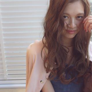 ブラウン 外国人風 ガーリー ロング ヘアスタイルや髪型の写真・画像 ヘアスタイルや髪型の写真・画像