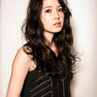 外国人風 モード ロング 黒髪 ヘアスタイルや髪型の写真・画像