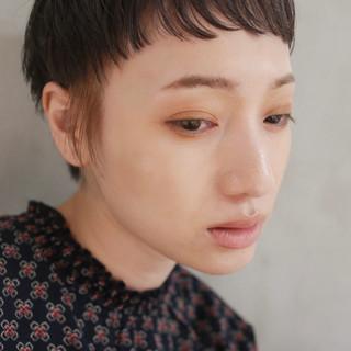 透け感ヘア シアーベージュ ナチュラル ショートバング ヘアスタイルや髪型の写真・画像