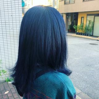 ミディアム ブルーブラック 個性的 ブリーチ ヘアスタイルや髪型の写真・画像