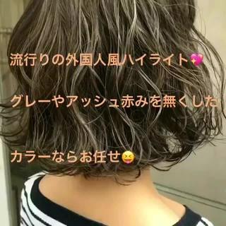 グレージュ ハイライト 外国人風 ブリーチ ヘアスタイルや髪型の写真・画像