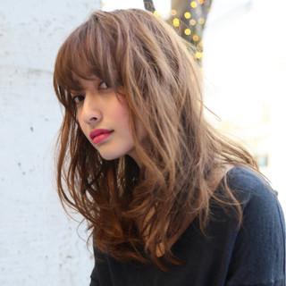 外国人風 セミロング アッシュ トレンド ヘアスタイルや髪型の写真・画像