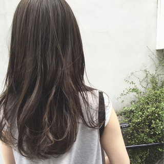 透明感 無造作 グレージュ アッシュグレージュ ヘアスタイルや髪型の写真・画像
