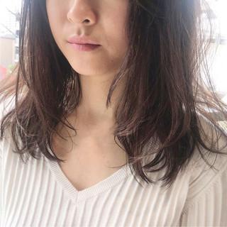 ミディアム インナーカラー ハイライト ニュアンス ヘアスタイルや髪型の写真・画像