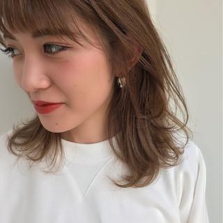 ミディアム ミルクティーベージュ レイヤーカット ナチュラル ヘアスタイルや髪型の写真・画像