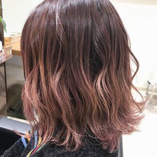 外国人風 ピンク ハイライト ストリート ヘアスタイルや髪型の写真・画像
