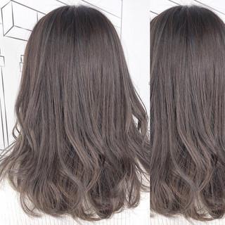ミディアム イルミナカラー グレージュ 外国人風カラー ヘアスタイルや髪型の写真・画像 ヘアスタイルや髪型の写真・画像