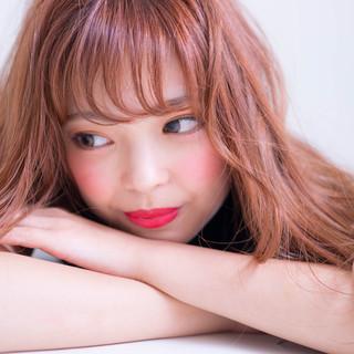 ピンク シースルーバング 波巻き ウェーブ ヘアスタイルや髪型の写真・画像