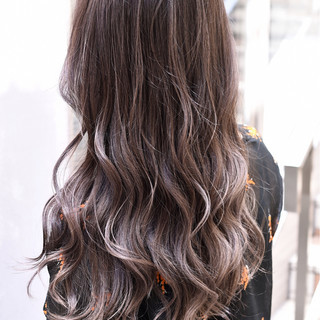 グラデーションカラー ロング 外国人風カラー バレイヤージュ ヘアスタイルや髪型の写真・画像