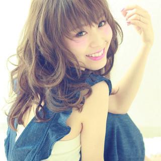 アッシュ 大人かわいい 外国人風 外ハネ ヘアスタイルや髪型の写真・画像