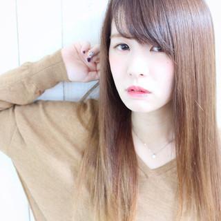 ナチュラル 流し前髪 ストレート 縮毛矯正 ヘアスタイルや髪型の写真・画像