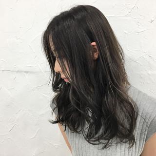 セミロング グレージュ アッシュ 外国人風 ヘアスタイルや髪型の写真・画像