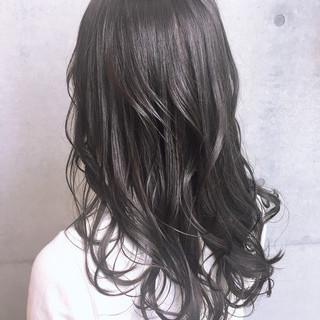 ロング ナチュラル ウェーブ アンニュイほつれヘア ヘアスタイルや髪型の写真・画像