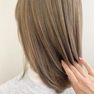 ハイライト セミロング ハイトーン ナチュラル ヘアスタイルや髪型の写真・画像