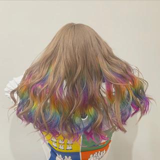 外国人風 派手髪 ミルクティー セミロング ヘアスタイルや髪型の写真・画像