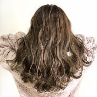 ミルクティーベージュ フェミニン 外国人風カラー セミロング ヘアスタイルや髪型の写真・画像