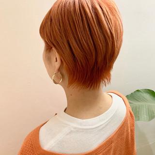 ショート ベリーショート ブリーチカラー フェミニン ヘアスタイルや髪型の写真・画像