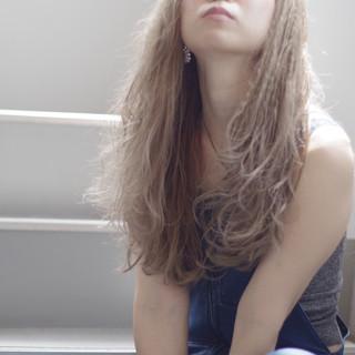 ベージュ ハイトーンカラー くせ毛 ナチュラル可愛い ヘアスタイルや髪型の写真・画像
