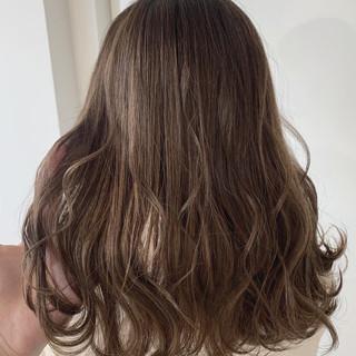 ミルクティーベージュ モテ髪 ナチュラル セミロング ヘアスタイルや髪型の写真・画像