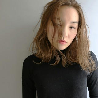 ミディアム アッシュ ハイライト ゆるふわ ヘアスタイルや髪型の写真・画像