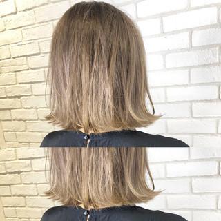 グレージュ ブリーチカラー ナチュラル ボブ ヘアスタイルや髪型の写真・画像
