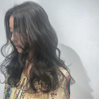 アッシュ フリンジバング ナチュラル パーマ ヘアスタイルや髪型の写真・画像