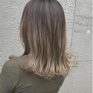ホワイトグラデーション ミルクティーベージュ 大人女子 エレガント ヘアスタイルや髪型の写真・画像
