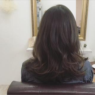 セミロング 外国人風 ハイライト ナチュラル ヘアスタイルや髪型の写真・画像