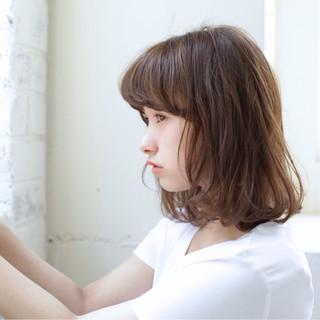 ミディアム リラックス デート フェミニン ヘアスタイルや髪型の写真・画像