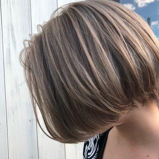 透明感 ショートヘア ミルクティーベージュ ハンサムショート ヘアスタイルや髪型の写真・画像