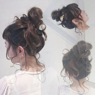 お団子 ヘアアレンジ ゆるふわ ショート ヘアスタイルや髪型の写真・画像 ヘアスタイルや髪型の写真・画像