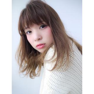 外国人風 ハイライト グラデーションカラー 前髪あり ヘアスタイルや髪型の写真・画像