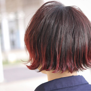 外ハネ グラデーションカラー ボブ レッド ヘアスタイルや髪型の写真・画像